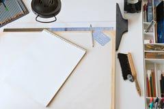 προμήθειες σχεδίων χαρτ&omi Στοκ Εικόνα