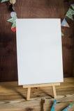 προμήθειες τέχνης Βούρτσες, easel, έγγραφο Θέση για το κείμενό σας Χλεύη επάνω στη φωτογραφία Στοκ Εικόνες