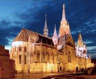 Προμαχώνας ψαράδων και εκκλησία του Mathias τη νύχτα στη Βουδαπέστη στοκ εικόνες με δικαίωμα ελεύθερης χρήσης