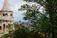 Προμαχώνας ψαράδων και το κτήριο του Κοινοβουλίου στη Βουδαπέστη, Ουγγαρία Στοκ Εικόνες
