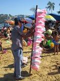 Προμηθευτής καραμελών βαμβακιού στην ηβική παραλία Acapulco Στοκ Εικόνα