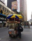 Προμηθευτής τροφίμων οδών πόλεων της Νέας Υόρκης, NYC, ΗΠΑ Στοκ φωτογραφία με δικαίωμα ελεύθερης χρήσης