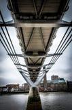 Προοπτική από το κατώτατο σημείο της γέφυρας χιλιετίας στο Λονδίνο Στοκ Εικόνα