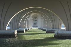 Προοπτική κάτω από τη γέφυρα της Φλώριδας Στοκ Εικόνες