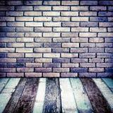 Προοπτική δωματίων, τουβλότοιχος Grunge και ξύλινο έδαφος Στοκ εικόνα με δικαίωμα ελεύθερης χρήσης