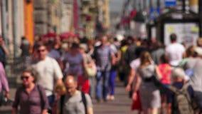 Προοπτική Nevsky Άγιος-Πετρούπολη Οι άνθρωποι πηγαίνουν κατά μήκος της λεωφόρου διαφήμιση 4K απόθεμα βίντεο