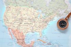 Προορισμός ταξιδιού Ηνωμένες Πολιτείες, χάρτης με την πυξίδα Στοκ εικόνες με δικαίωμα ελεύθερης χρήσης
