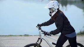 Προς τα κάτω έναρξη οδηγών για να ωθήσει το ποδήλατο φιλμ μικρού μήκους