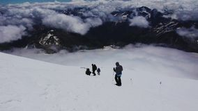 Προς τα κάτω από στο βουνό Elbrus απόθεμα βίντεο