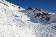 προς τα κάτω κάνοντας σκι Στοκ Φωτογραφίες