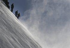προς τα κάτω να κάνει σκι σκονών freeride εκτός πίστας χιόνι Στοκ Φωτογραφίες