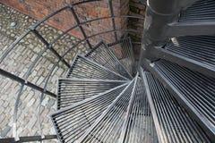 Προς τα κάτω σπειροειδής, σπειροειδής σκάλα στην παλαιά πόλη στη Βαρσοβία, Πολωνία Στοκ φωτογραφίες με δικαίωμα ελεύθερης χρήσης