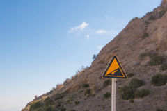 Προς τα κάτω το βουνό μπροστά από υπογράφει προς τα κάτω Στοκ φωτογραφίες με δικαίωμα ελεύθερης χρήσης