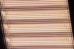 Προσάρτημα φωτισμού με το πλέγμα, softbox, φως στούντιο με τη θερμή πυράκτωση υπόβαθρο, κίτρινο, πλέγμα στοκ φωτογραφία με δικαίωμα ελεύθερης χρήσης