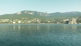 Προσέγγιση από τη θάλασσα στην πόλη απόθεμα βίντεο