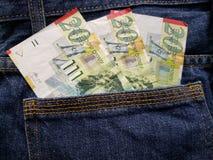 προσέγγιση στην πίσω τσέπη των τζιν στο μπλε με τα ισραηλινά τραπεζογραμμάτια στοκ φωτογραφία με δικαίωμα ελεύθερης χρήσης