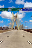 Προσέγγιση στη γέφυρα αναστολής σε São Paulo Στοκ Εικόνες