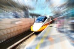 Προσέγγιση τραίνων υψηλής ταχύτητας Στοκ φωτογραφία με δικαίωμα ελεύθερης χρήσης