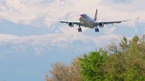 Προσέγγιση airbus A330 φορτίου αερογραμμών Χονγκ Κονγκ απόθεμα βίντεο