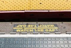 Προσέξτε το χάσμα στο σταθμό LIRR στοκ φωτογραφία