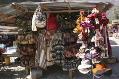 Προσανατολισμένα προς τον τουρίστα αναμνηστικά στην πόλη παγκόσμιων κληρονομιών της ΟΥΝΕΣΚΟ Cusco Περού αγοράς Pisac στοκ εικόνα με δικαίωμα ελεύθερης χρήσης