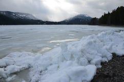 Προσανατολισμένα προς τον αέρα γλυπτά πάγου, λίμνη Rimrock, άσπρο πέρασμα, πολιτεία της Washington Στοκ Φωτογραφίες