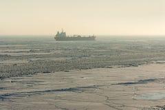 Προσαραγμένο θαλάσσιος πάγος σκάφος Στοκ Εικόνα