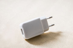προσαρμοστής 2 καρφιτσών USB Στοκ φωτογραφία με δικαίωμα ελεύθερης χρήσης