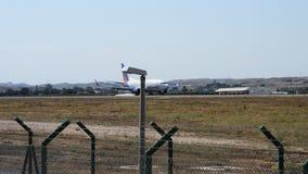 Προσγείωση επιβατών αεροπλάνου απόθεμα βίντεο