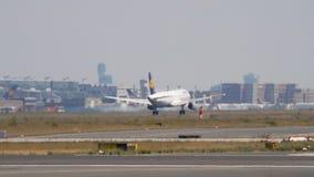 Προσγείωση airbus της Lufthansa A321 απόθεμα βίντεο