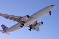 προσγειωμένος αεροπλάν&o Στοκ Φωτογραφίες
