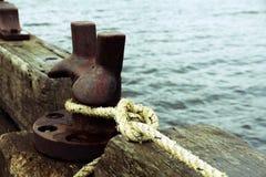 Προσγειωμένος αποβάθρα για τις βάρκες στο λιμάνι Στοκ εικόνες με δικαίωμα ελεύθερης χρήσης