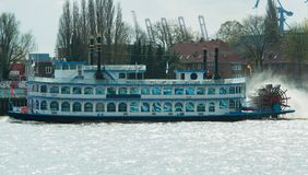 Προσγειωμένος στάδιο και το λιμάνι στο Αμβούργο - λιμάνι του Αμβούργο στοκ εικόνες με δικαίωμα ελεύθερης χρήσης