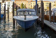 Προσγειωμένος στάδιο με motorboats στη Βενετία, Ιταλία, 2016 Στοκ Εικόνες