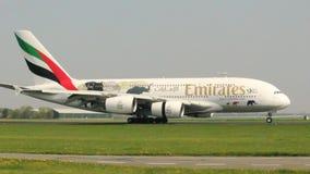 Προσγειωμένος airbus A380 των εμιράτων φιλμ μικρού μήκους