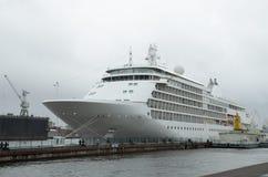 Προσεγγισμένο σκάφος της γραμμής τουριστών στοκ φωτογραφίες