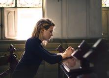 προσευμένος γυναίκα εκ& Στοκ εικόνα με δικαίωμα ελεύθερης χρήσης