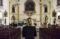 προσευμένος γυναίκα εκ& Στοκ εικόνες με δικαίωμα ελεύθερης χρήσης