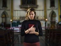 προσευμένος γυναίκα εκ& Στοκ Εικόνες
