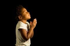 Προσευμένος κορίτσι αφροαμερικάνων Στοκ Εικόνες