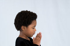 Προσευμένος κορίτσι αφροαμερικάνων Στοκ εικόνα με δικαίωμα ελεύθερης χρήσης