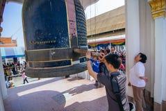 Προσευχή σε Wat Kanlayanamit Στοκ εικόνα με δικαίωμα ελεύθερης χρήσης