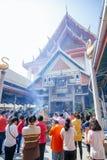 Προσευχή σε Wat Kanlayanamit Στοκ φωτογραφίες με δικαίωμα ελεύθερης χρήσης
