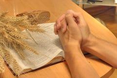προσευχόμενος Στοκ φωτογραφία με δικαίωμα ελεύθερης χρήσης