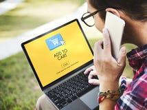 Προσθέστε στην ψηφιακή έννοια αγορών Διαδικτύου εμπορίου κάρρων στοκ εικόνα