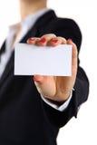 προσθέστε το κενό θηλυκό χέρι επαγγελματικών καρτών κρατώντας το κείμενό σας Στοκ εικόνες με δικαίωμα ελεύθερης χρήσης