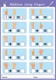 Προσθήκη που χρησιμοποιεί τα δάχτυλα, math φύλλο εργασίας Στοκ φωτογραφία με δικαίωμα ελεύθερης χρήσης