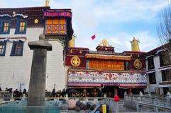 Προσκυνητές και Jokhang Στοκ φωτογραφία με δικαίωμα ελεύθερης χρήσης