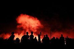 προσοχή εκρήξεων πλήθους στοκ φωτογραφία με δικαίωμα ελεύθερης χρήσης