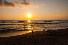 προσοχή ηλιοβασιλέματος ανθρώπων στοκ φωτογραφίες με δικαίωμα ελεύθερης χρήσης
